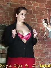 BBW posing and cuntrubbing for staff managers