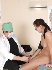 Male doctor views a nude ponytailed girlie