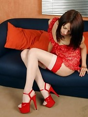 Killer mix: red & white stockings and red platforms!