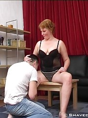 Busty mature lady loves her cunt clean-shaved!