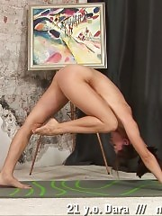 Very flexible gymnast showing her spread pussy