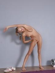 Naked gymnastics beauty in erotic sports