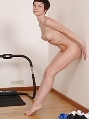 Flexible slim miss goes in for nude sports