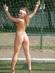 Cheerleading honey exposes her well-shaped body