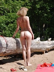 A sexy set of outdoor nude exercises for legs